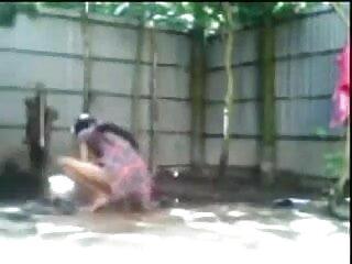 माँ बड़े स्तन के साथ तेल में डिक मरोड़ते और एक वीडियो सेक्सी हिंदी मूवी डिक चूसना