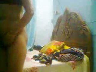 चिकी शॉट ग्लास से एक बड़ा भार हिंदी सेक्सी वीडियो फुल मूवी पीती है