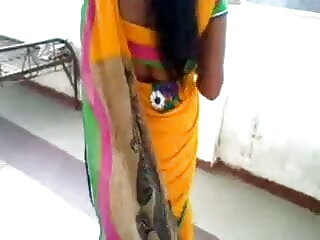 मादा इस दयनीय मुर्गा पर हावी हो रही बॉलीवुड सेक्सी हिंदी मूवी है और चिढ़ा रही है