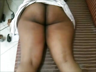 डॉक्टर फुल सेक्सी वीडियो फिल्म मरीज को एक बड़ा डिक ऑपरेशन देता है