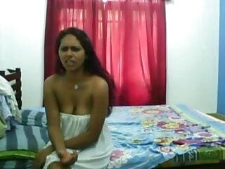 विशाल स्तन के साथ विदेशी सुंदरता उसे बिल्ली सेक्सी मूवी पिक्चर हिंदी सोफे पर पाला जाता है